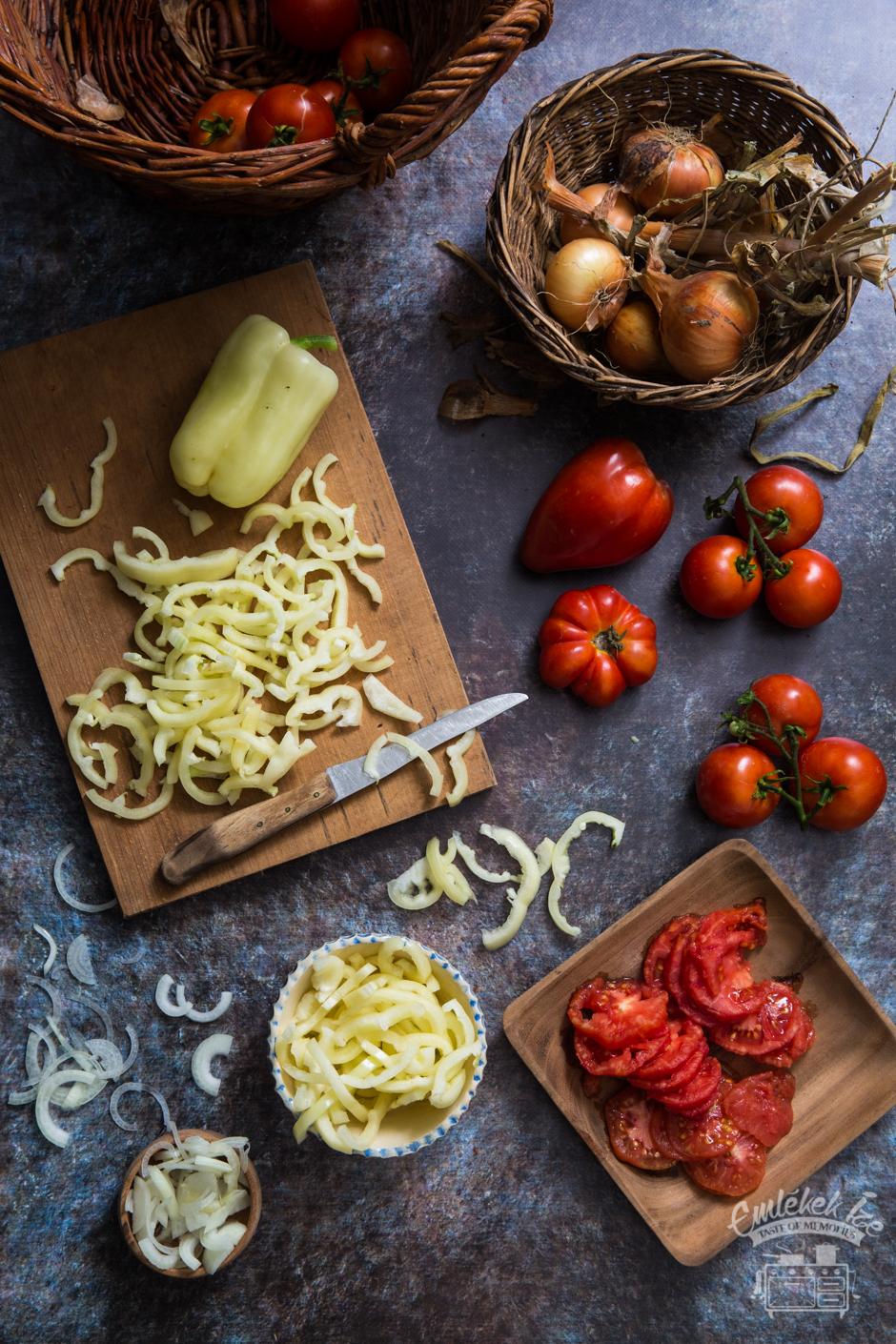 a lecsó receptje az Emlékek Íze konyhájából www.emlekekize.hu