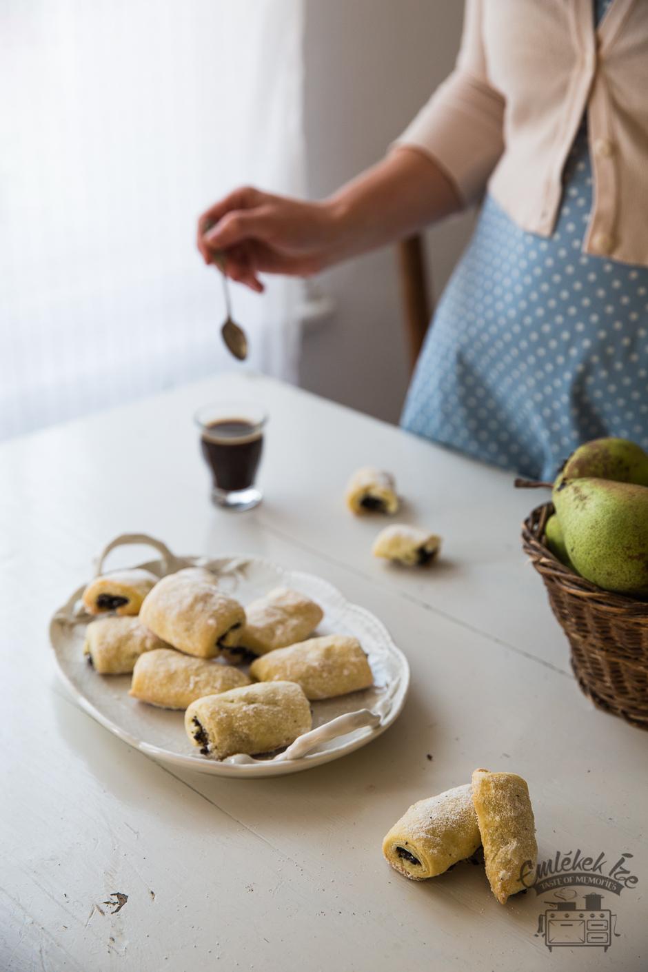 mákos kifli családi recept alapján az Emlékek Íze konyhájából www.emlekekize.hu