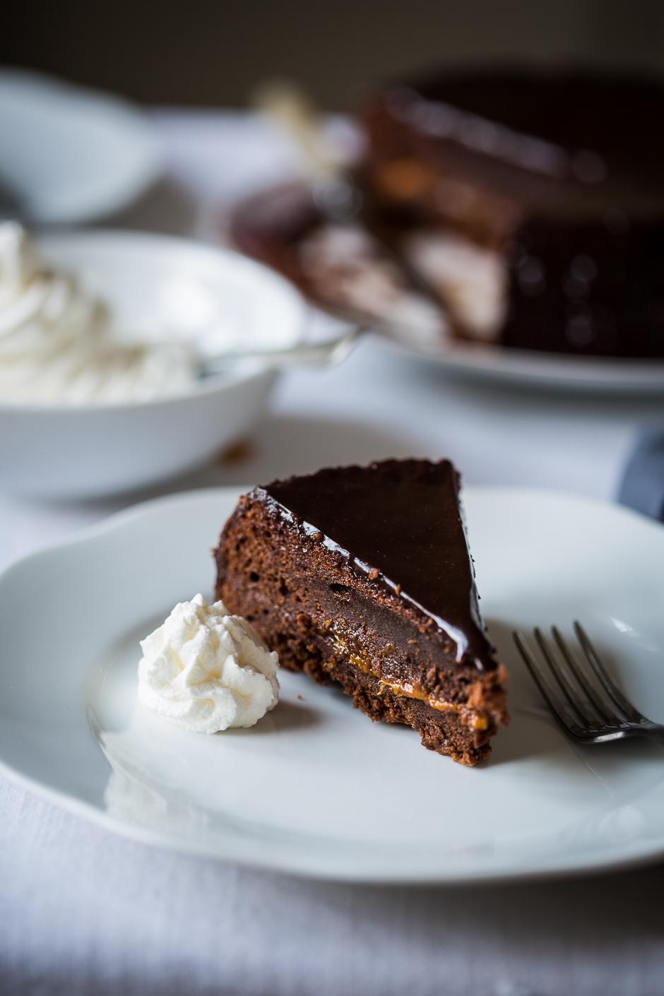 Sacher torta régi recept alapján az Emlékek Íze konyhájából http://emlekekize.hu/sacher-torta