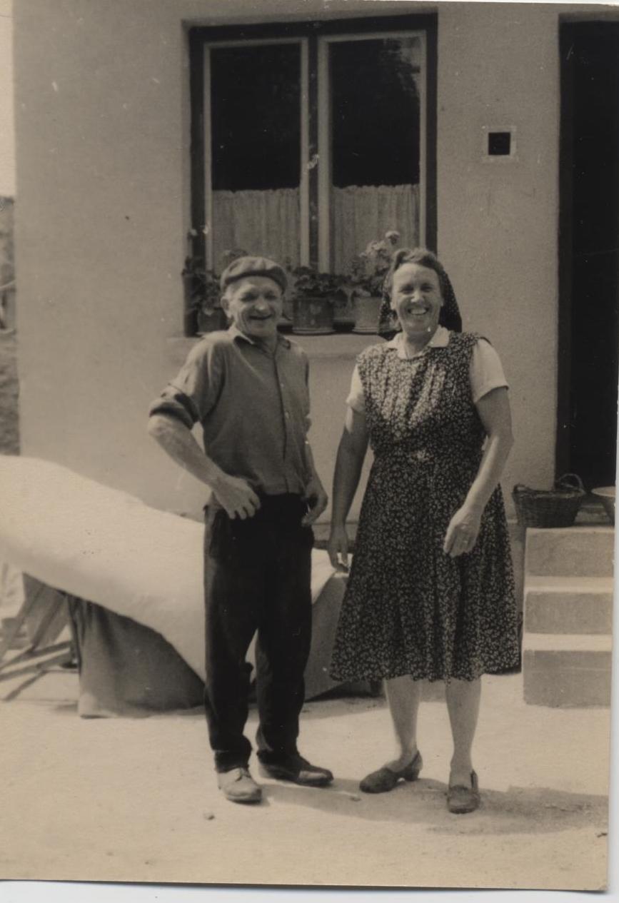 Rózsi néni és Jóska bácsi, akik a házunkat a múlt század elején építették www.emlekekize.hu